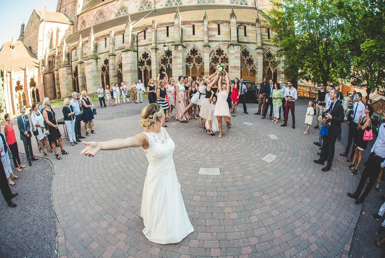 Mariage, le lancé de bouquet