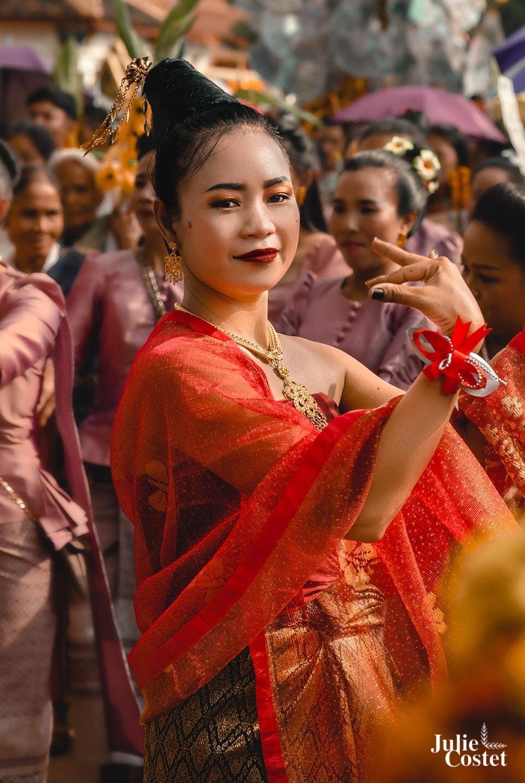 Danseuse du Laos pendant le That Luang Festival