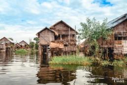Village flottant sur le lac Inlé, Birmanie