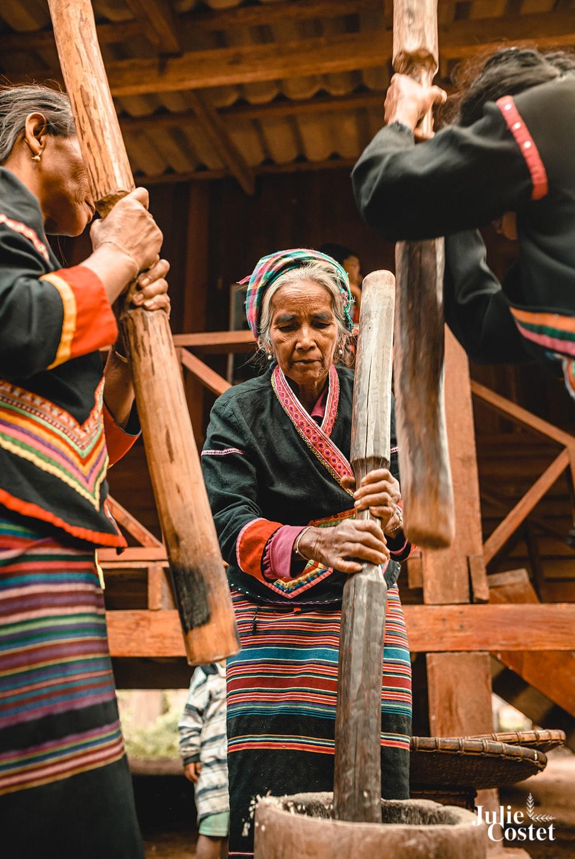 Femmes de l'ethnie Khamu au Laos